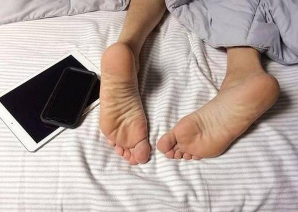 Лучшие средства от запаха ног в виде спреев и кремов