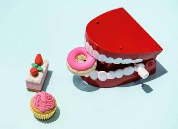 Как выбрать  крем для фиксации зубных протезов ТОП 2020