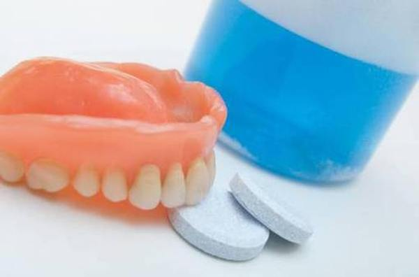 Рейтинг таблеток для чистки зубных протезов 2020