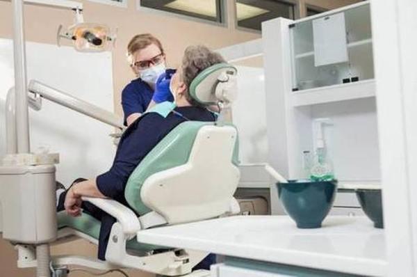 Топ-5 лучших средств для фиксации зубных протезов