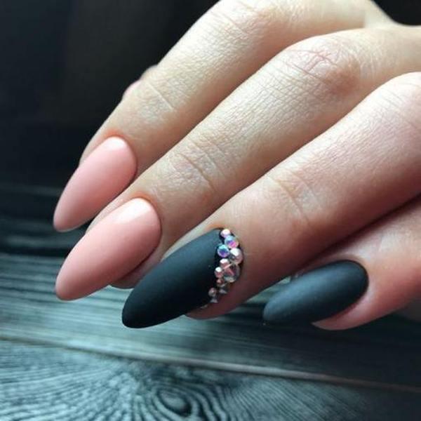 Маникюр на длинные ногти миндалевидной формы три