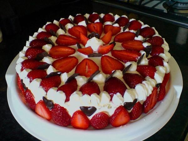 Торт с клубникой − 7 рецептов, как приготовить и украсить домашний торт