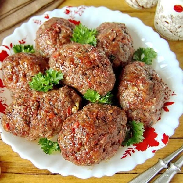 Котлеты с помидорами – рецепт вкусного и сочного блюда