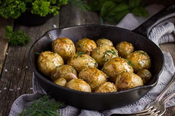 Картофель в мундире – 7 простых рецептов приготовления в духовке, микроволновке или мультиварке