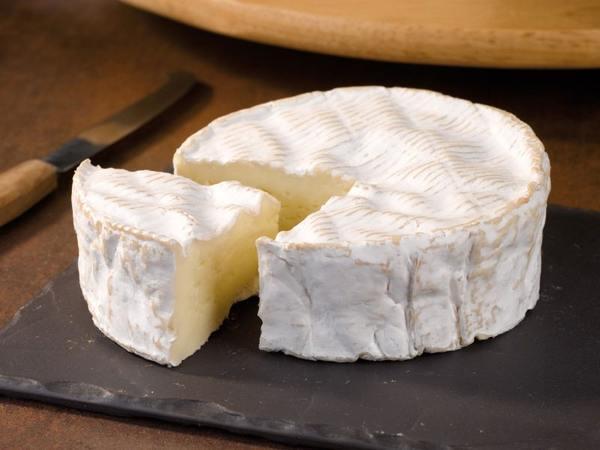 Сыр Камамбер (Camembert): запах и вкус, с чем сочетается, рецепты блюд с мягким французским сыром